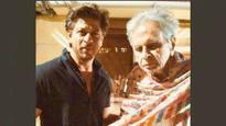 Shah Rukh Khan visits veteran actor Dilip Kumar at his residence