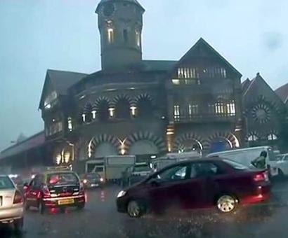 Heavy rains, overcast skies in Mumbai