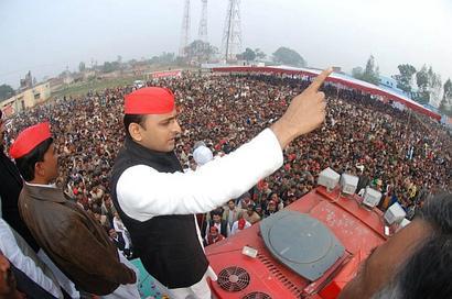 Akhilesh to attend Lalu's Aug 27 rally, Mayawati uncertain