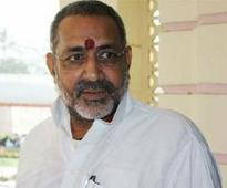 Giriraj Singh appears before police,says cash belong to cousin