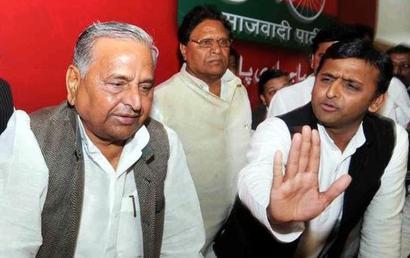 Akhilesh calls on father, invites him to SP meet