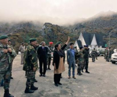 Sitharaman waves out to Chinese soldiers at Nathu La
