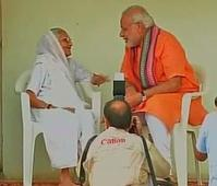 PM Modi visits mother's home, seeks blessings on birthday