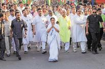 Mamata Banerjee's swearing-in raises hope of non-BJP, non-Congress front