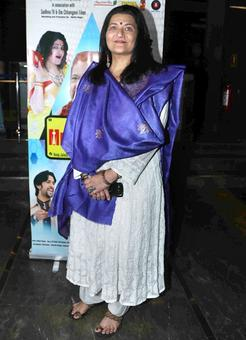 PIX: Sarika, Satish Kaushik watch Om Puri's last film