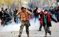 Police clash with climate activists at Paris demo