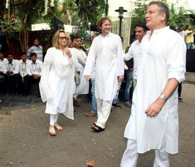 Bollywood pay its last respects to Shashiji