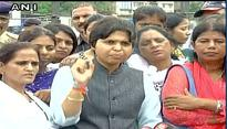 Trupti Desai reaches Haji Ali Dargah, jubilant at being allowed entry without resistance