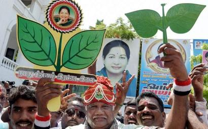 SC asks EC to take call on AIADMK poll symbol by Nov 10