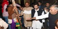 Rahul Gandhi visits slums, warns government against demolition drive