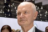 Volkswagen senior board members say mutual trust was lost