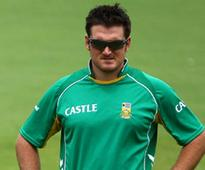 Graeme Smith sent back home to focus on Test