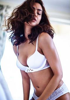 SEXY Pictures of Esha Gupta!