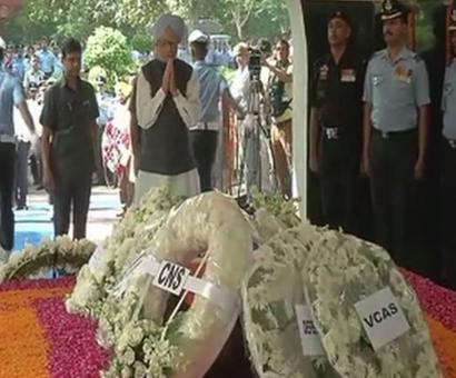 Ex-PM Manmohan Singh, IAF, Navy chiefs pay homage to MIAF Arjan Singh