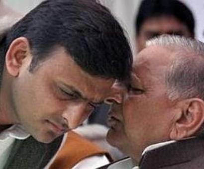 Will Mulayam accept Akhilesh's offer?