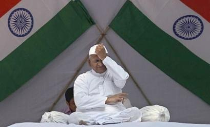 Hazare asks Aam Aadmi Party leader to leave fast site