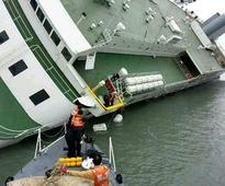 Nearly 300 missing after S Korean ferry capsizes