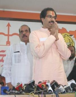 Uddhav meets Sena leaders to finalise candidates' list