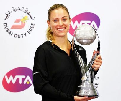 WTA Tour Finals: Superb Kerber overwhelms Halep