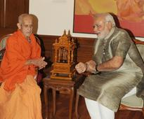 HH Sri Vishvesha Tirtha Swamiji of Pejawar Mutt calls on PM