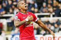 Young leaves it late as Man United down Newcastle
