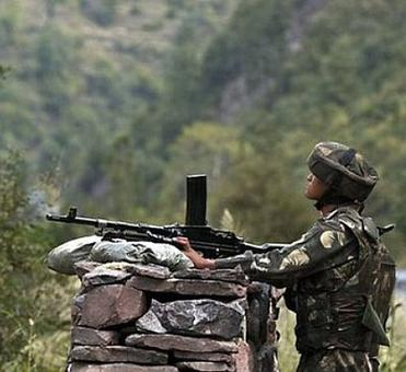 2 killed, 4 hurt in heavy Pakistani shelling near LoC