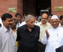 Shanti Bhushan does a U-turn, says Yogendra, Prashant should work with Kejriwal