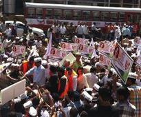 Arvind Kejriwal hits campaign trail Mumbai, rides auto