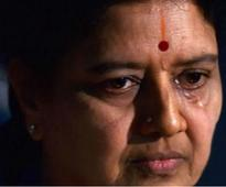 IT Dept raids Sasikala, relatives' properties in Poes Garden