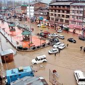 Live: Jhelum river crosses danger level in Srinagar, Sangam; horrors of floods return to haunt Kashmiris