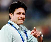 Kumble wants bowlers to think as leaders