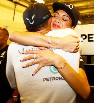 Proud Nicole kisses Hamilton to celebrate his world title win