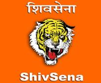 Shiv Sena backs MPs, says sadan food should be force-fed to Maharashtra CM
