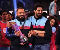 Aishwarya Rai, Abhishek Bachchan Share Warm Hug, Celebrate Jaipur Pink Panthers' Victory [PHOTOS]