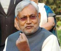 Nitish meets Sonia, Kejriwal, calls on INLD chief in Tihar