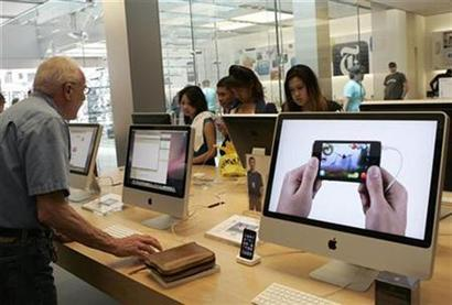 Apple shines as Cook dishes up Chinese feast