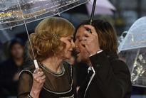 Nicole Kidman Shares Passionate Kiss with Husband Keith Urban at 'Paddington' Pr