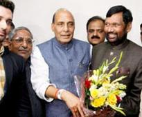 Paswan returns to NDA, formally announces alliance with BJP