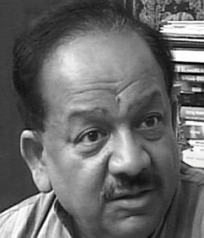 AAP shielding corrupt Congress leaders: Harsh Vardhan