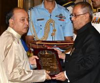 President presents Sangeet Natak Akademi awards