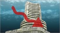 Sensex falls 200 pts, rupee at 59/$; oil gas, banks drag