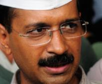 Kejriwal and team stopped at Rail Bhawan by Delhi police