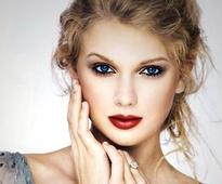 Taylor Swift reveals the reason behind writng songs (see pics)