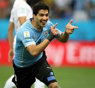 Suarez double lifts Uruguay to victory over England