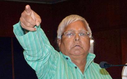 CBI summons Lalu, Tejashwi in railways corruption case
