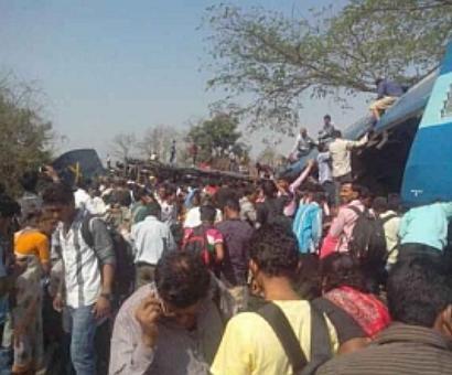 Train derails in Raigad, 8 passengers killed