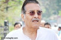 Vinod Khanna loses his battle with cancer
