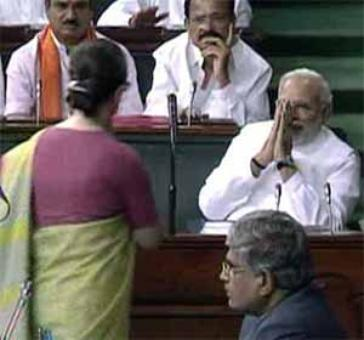 Sonia, Rahul avoid small talk with PM