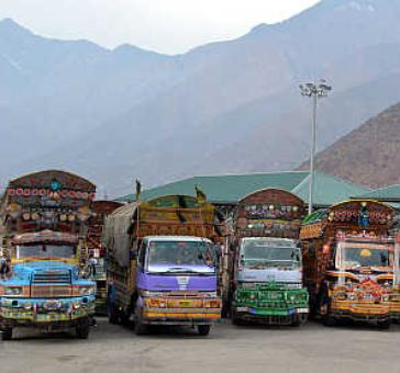 LoC trade between Uri-Muzaffarabad resumes after 40 years