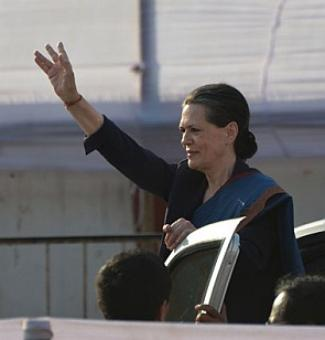 Sonia targets BJP, AAP in maiden poll rally in Delhi